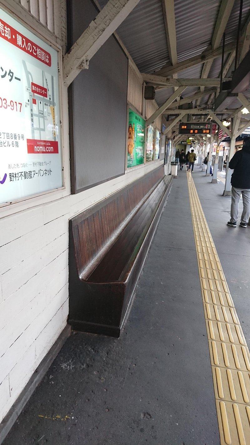 画像4_木製ベンチ(撤去前)